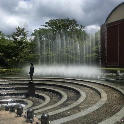 山梨県立文学館 敷地内噴水